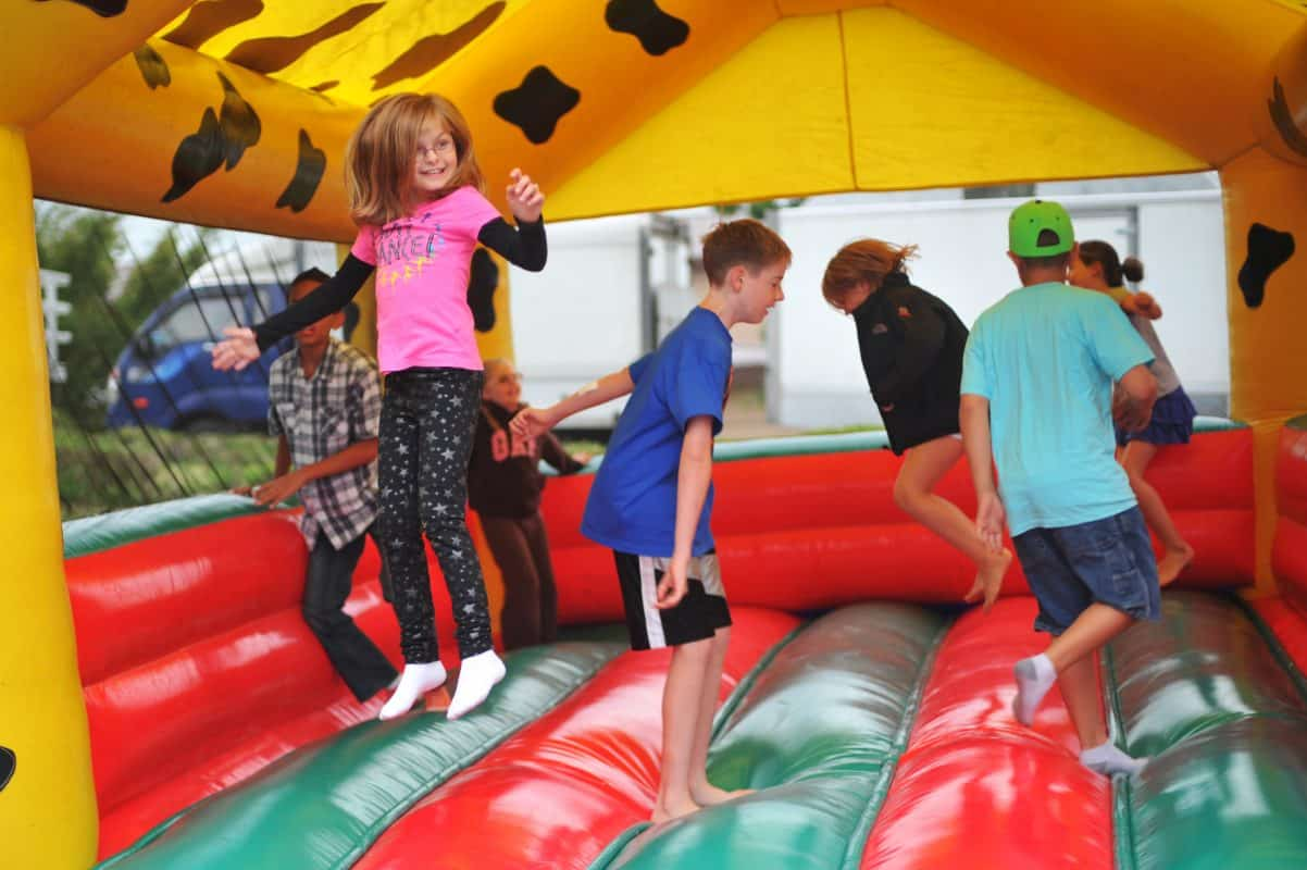 Skákací hrad Kouzelník pro děti na narozeninovou oslavu